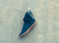 Suede X Poggytheman side view with traditional Japanese hook Kohaze